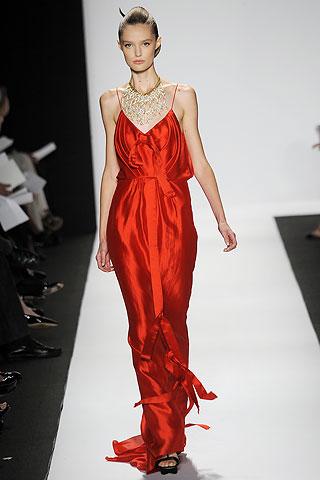 00070m Badgley Mischka: Između stila i trenda