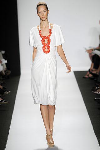 00130m Badgley Mischka: Između stila i trenda