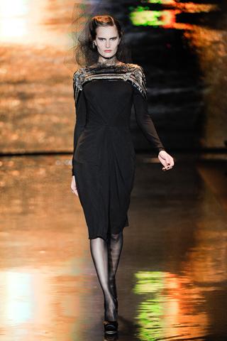 00010m Badgley Mischka: Između stila i trenda