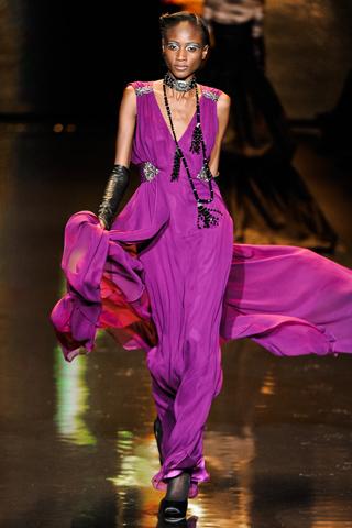 00150m Badgley Mischka: Između stila i trenda