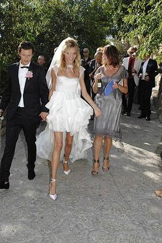 arubikwedding13 v 19jul11 pr b Celebrity Wedding: Anja Rubik & Saša Knežević