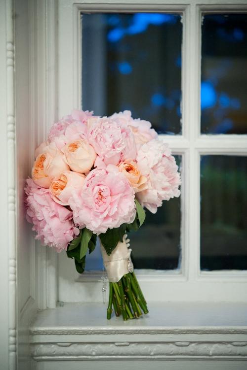 light pink peony bouquet1 Bidermajeri i cveće