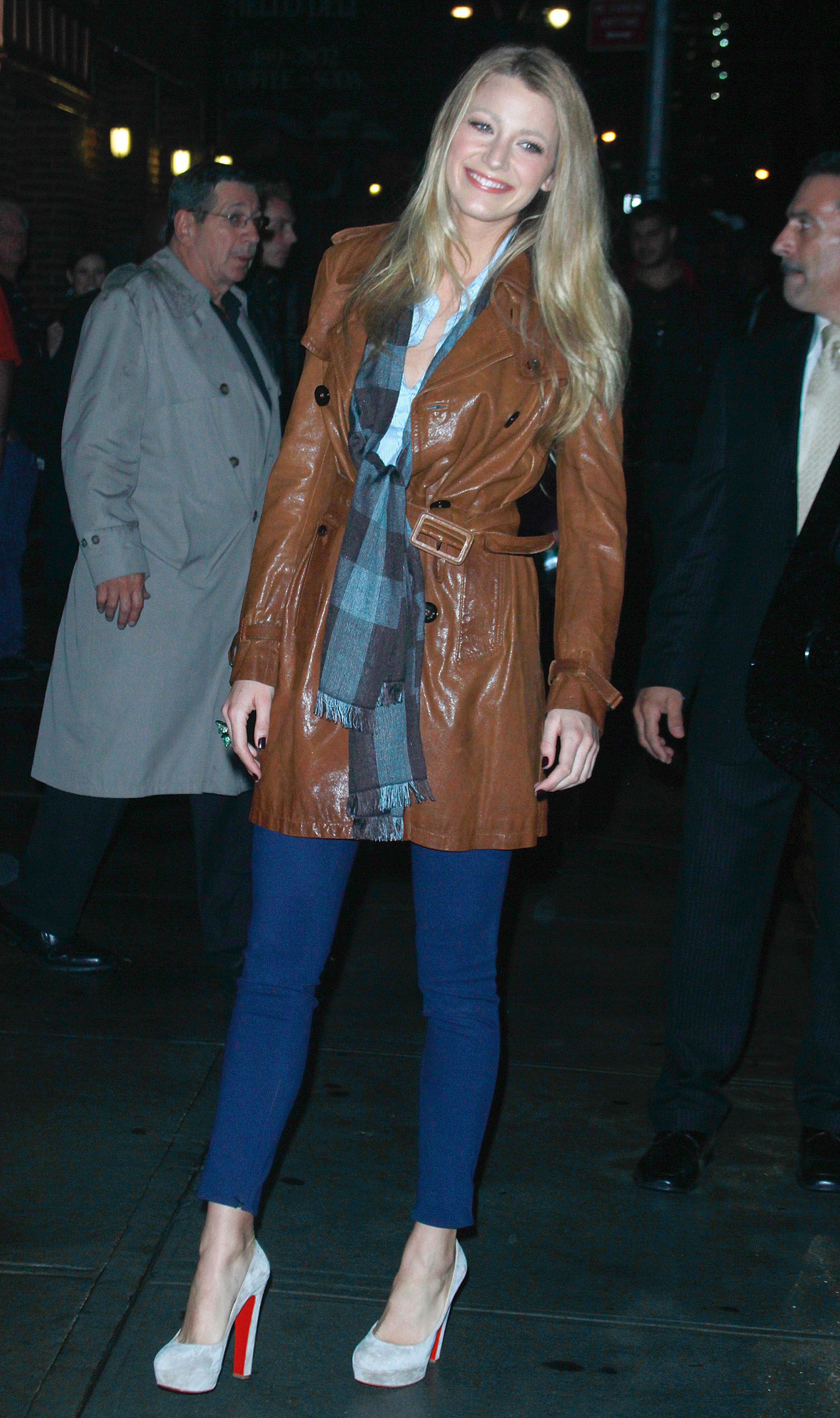 05645 s bl arrives at the late night with david letterman in nyc 20100927 50 122 539lo Blake Lively