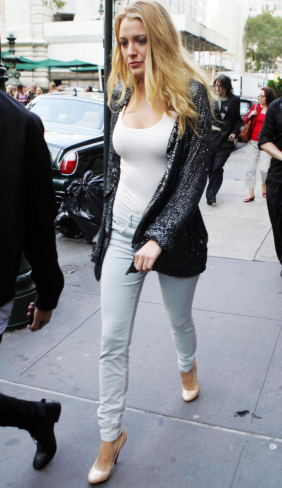 05973 celebrity paradise com the elder blake lively 2009 09 13   steps out in nyc 122 245lo Blake Lively