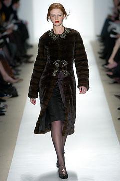 100124333 Badgley Mischka: Između stila i trenda