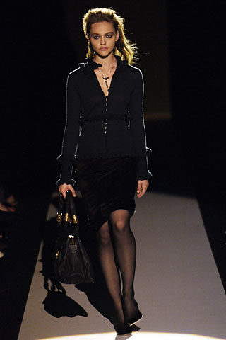 00060m Badgley Mischka: Između stila i trenda