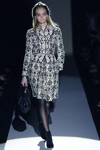 00100m Badgley Mischka: Između stila i trenda