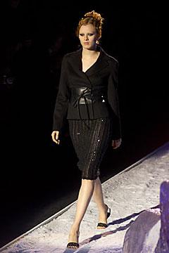 100000502 Badgley Mischka: Između stila i trenda