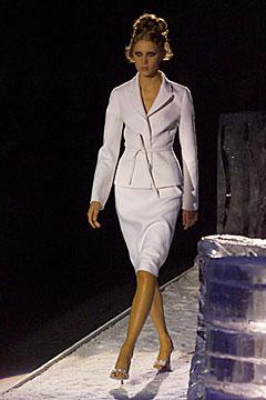 100000518 Badgley Mischka: Između stila i trenda
