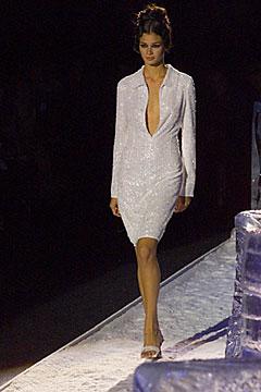 100000519 Badgley Mischka: Između stila i trenda