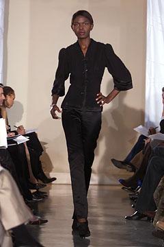 100057909 Badgley Mischka: Između stila i trenda