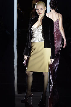 100091755 Badgley Mischka: Između stila i trenda