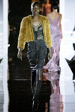 100091757 Badgley Mischka: Između stila i trenda