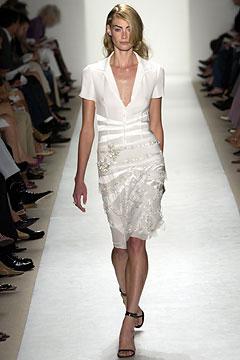 100110222 Badgley Mischka: Između stila i trenda