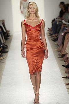 100110242 Badgley Mischka: Između stila i trenda