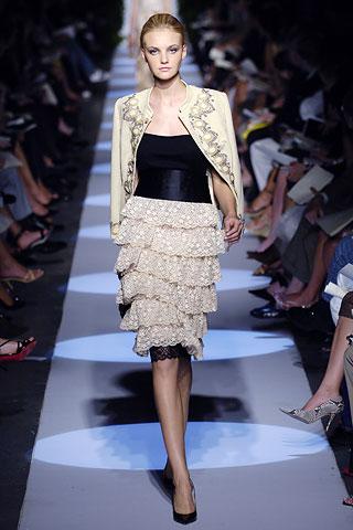 00200m Badgley Mischka: Između stila i trenda