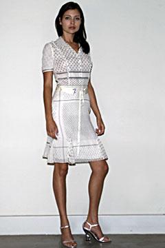 100045101 Badgley Mischka: Između stila i trenda