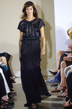 100075714 Badgley Mischka: Između stila i trenda