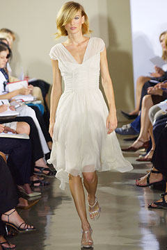 100075715 Badgley Mischka: Između stila i trenda