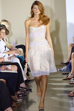 100075719 Badgley Mischka: Između stila i trenda