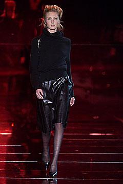 100024260 Badgley Mischka: Između stila i trenda