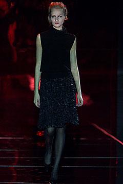 100024262 Badgley Mischka: Između stila i trenda