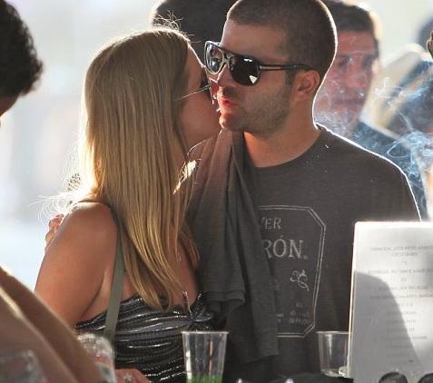 article 1377517 0ba65bac00000578 514 634x565 The Coachella 2011.