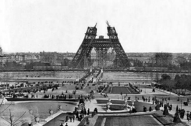ajfelova kula u izgradnji Crno na belo: Legende za sva vremena