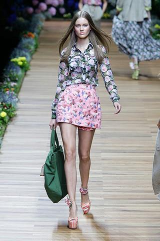 d g spring 2011 rtw podium 004 runway Trend za proleće: cvetni print