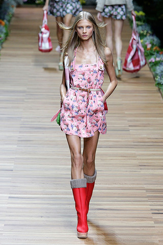 d g spring 2011 rtw podium 009 runway Trend za proleće: cvetni print