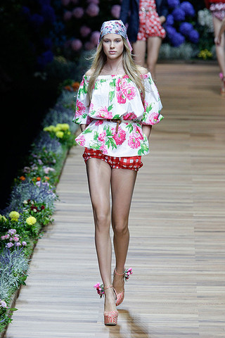 d g spring 2011 rtw podium 020 runway Trend za proleće: cvetni print