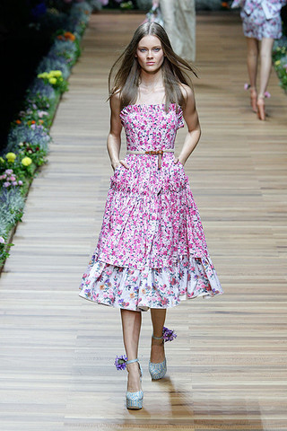 d g spring 2011 rtw podium 042 runway Trend za proleće: cvetni print