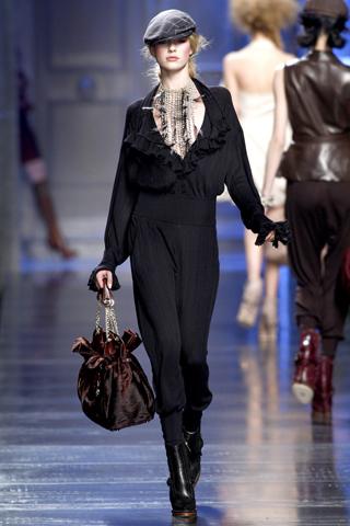 00210m Christian Dior ready to wear jesen/zima 2010/11.