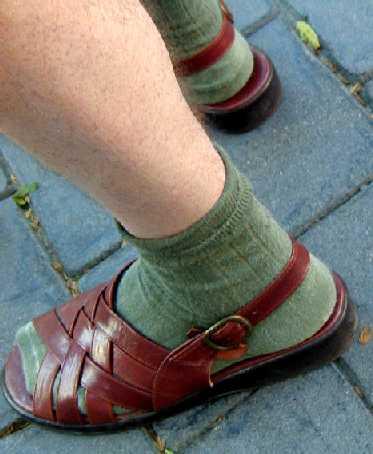 sandals and socks Najčešće greške muškaraca u oblačenju
