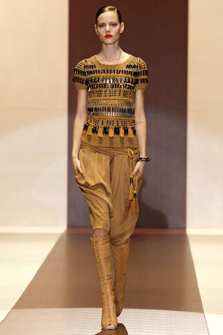 00220m Gucci kolekcija za proleće/leto 2011.