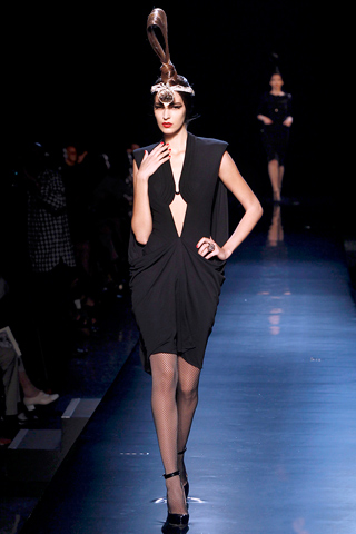 00140m Jean Paul Gaultier Couture kolekcija za jesen/zimu 2010/11.