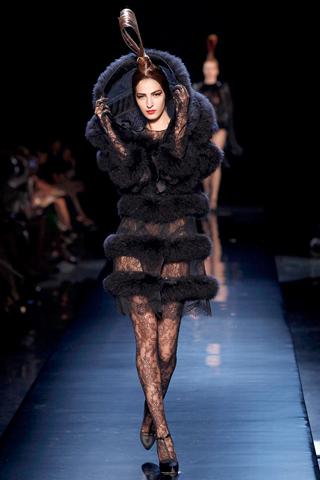 00350m Jean Paul Gaultier Couture kolekcija za jesen/zimu 2010/11.