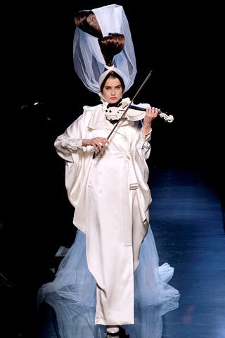 00480m Jean Paul Gaultier Couture kolekcija za jesen/zimu 2010/11.