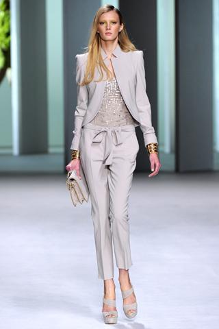 elie saab spring summer 2011 collection paris fashion week 1 Prolećni trend: kapri pantalone