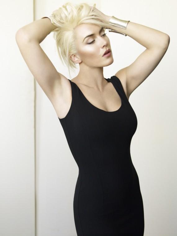 katewinsletvogueukapril2011 2 570x758 Kate Winslet