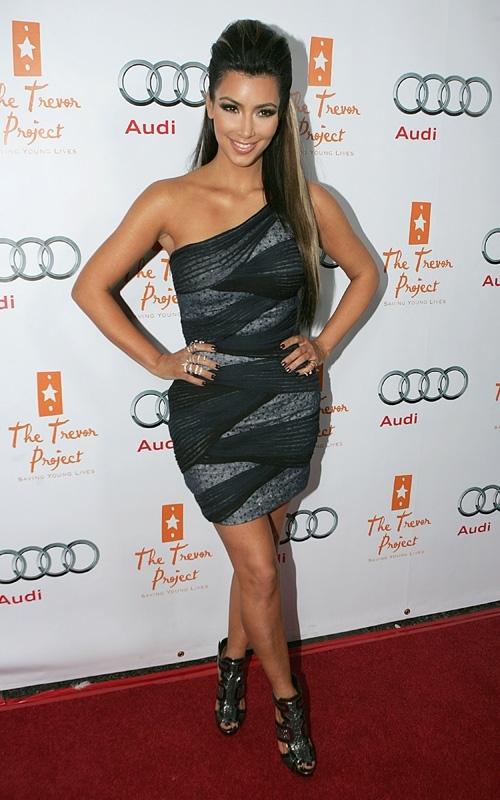 at the cracked christmas gala in los angeles  december 06  2009 Stil poznatih: Kim Kardashian