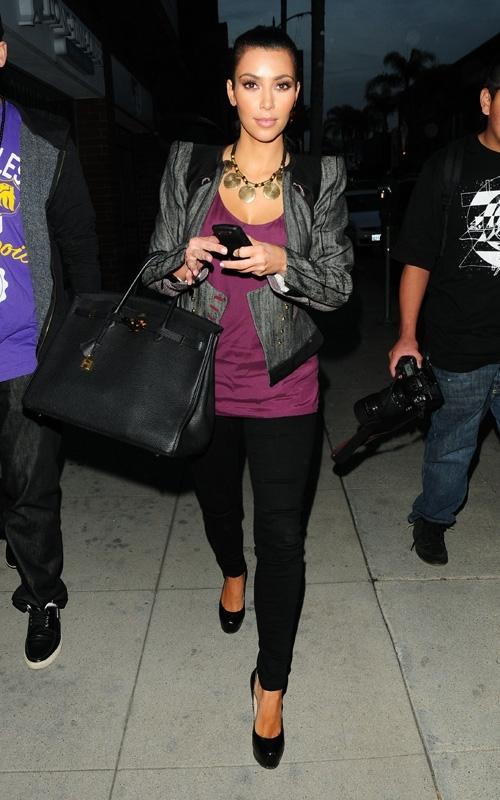 leaving a nail salon in beverly hills  december 10  2009 Stil poznatih: Kim Kardashian