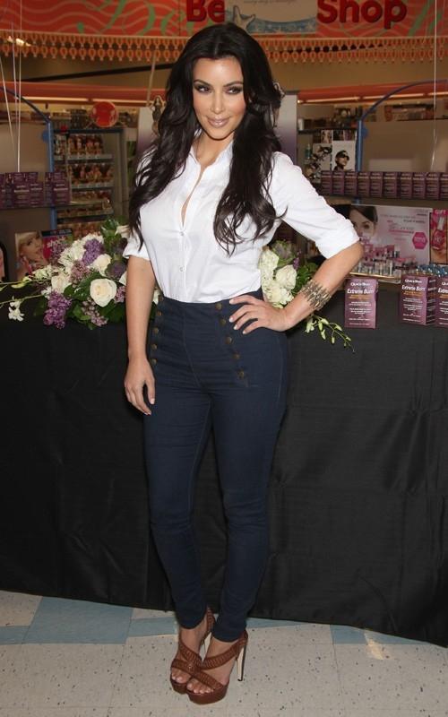 promoting quick trim in sherman oaks  may 06  2010 Stil poznatih: Kim Kardashian