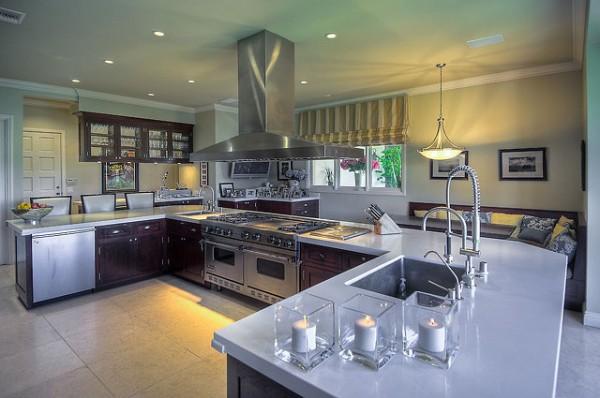 kuhinja je nekako hladna mada sumnjam da je ikada nesto skuvano u njoj Kuće poznatih: Mark Valbergova kuća se prodaje