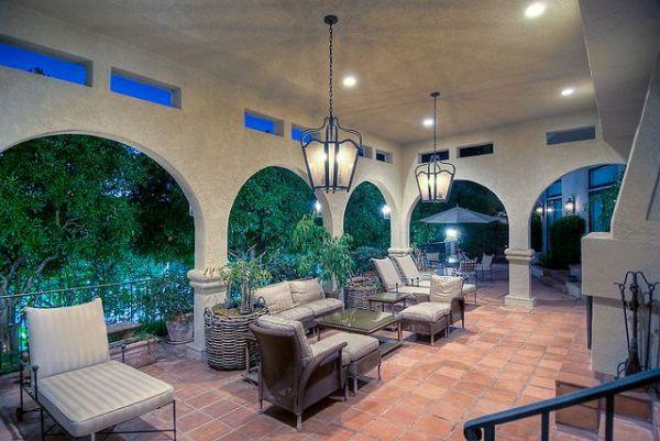 terasa koja izgleda savrseno za jutarnje ispijanje kafe Kuće poznatih: Mark Valbergova kuća se prodaje
