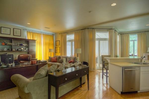 umesto gostinjske sobe tu je markova radna soba Kuće poznatih: Mark Valbergova kuća se prodaje