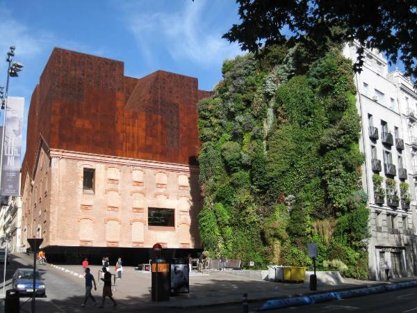 b7 1 vertical garden and caixa forum 02 Zelena arhitektura   Arhitektura budućnosti deo 2.