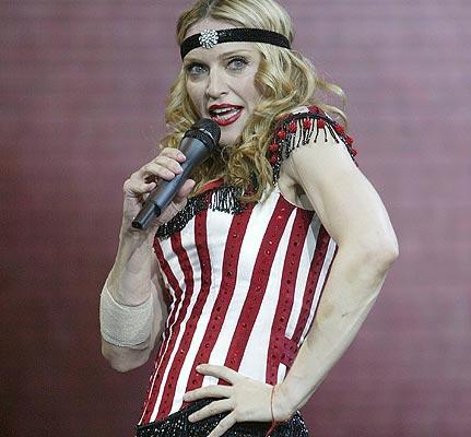 fashion flashback madonna 2004 2 Modni kameleon   Madonna