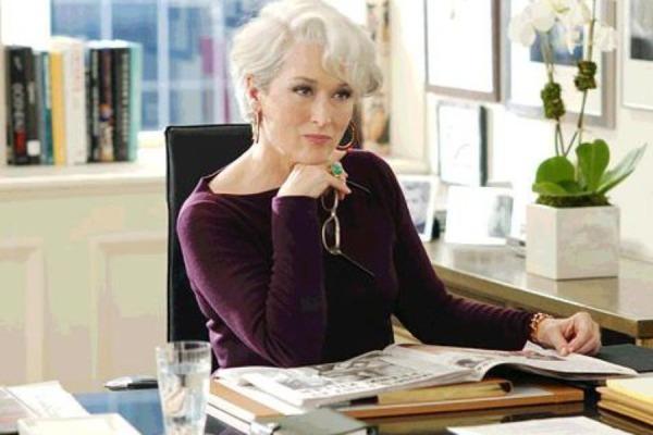 sijeda kosa je seksipilna a mnogi je nose s ponosom 900x600 175907 Holivud kao inspiracija: poslovni stil