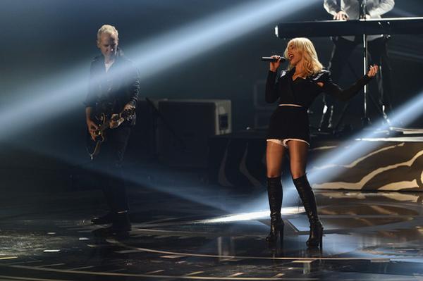 gwenstefanimtvema2012showzjqgza cinbl MTV EMA 2012: Zvezde, zvezdice i glamur